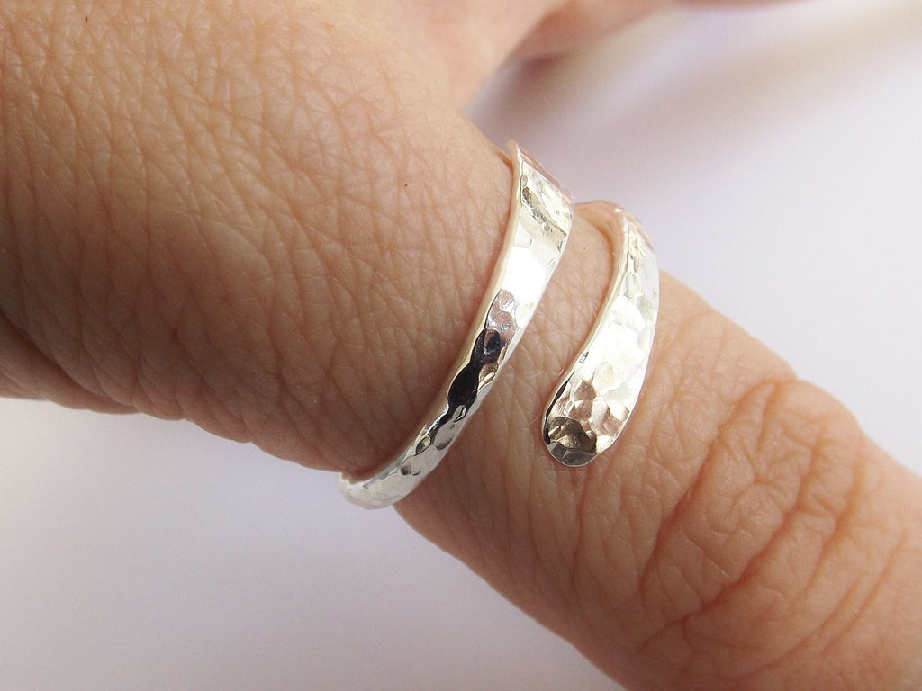 Bypass Thumb Ring ,Hammered Thumb Ring, Textured Thumb Ring, Wrap Around Ring, Statement Ring, Bypass Ring, Textured Ring, Modern, Simple