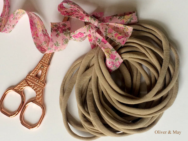 500 Pieces NUDE Thin Wholesale Nylon Elastic Stretch Newborn Baby Headbands -One Size Fits All 26cm  5-6 mm wide