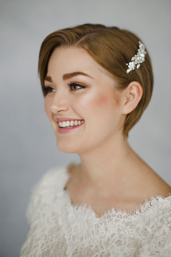 Classic crystal bridal hair comb with a vintage brooch effect