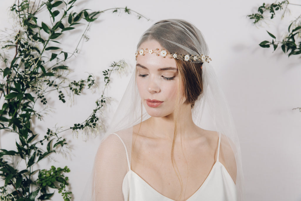bridal brow band with juliet cap veil