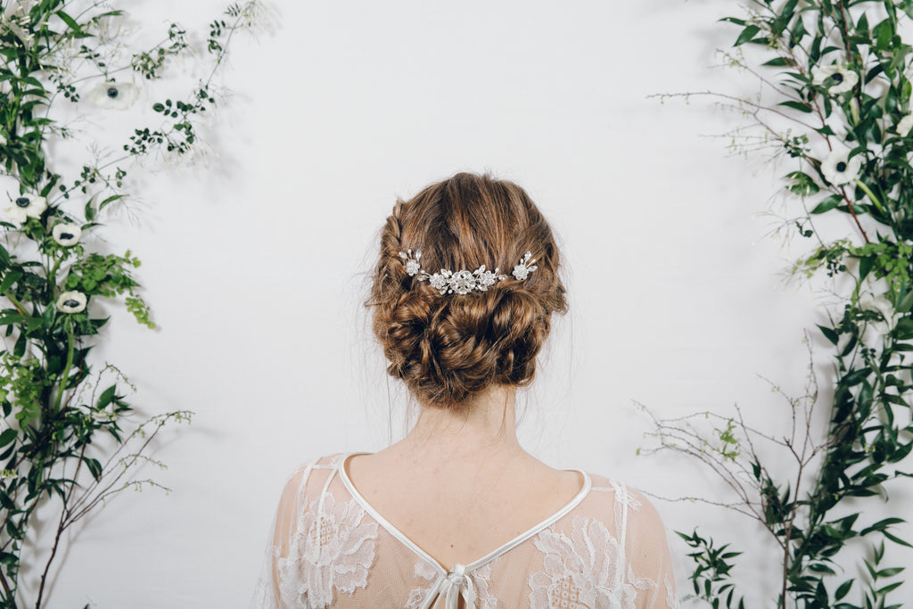 Small crystal and pearl bridal hair comb with flower wedding hair pins