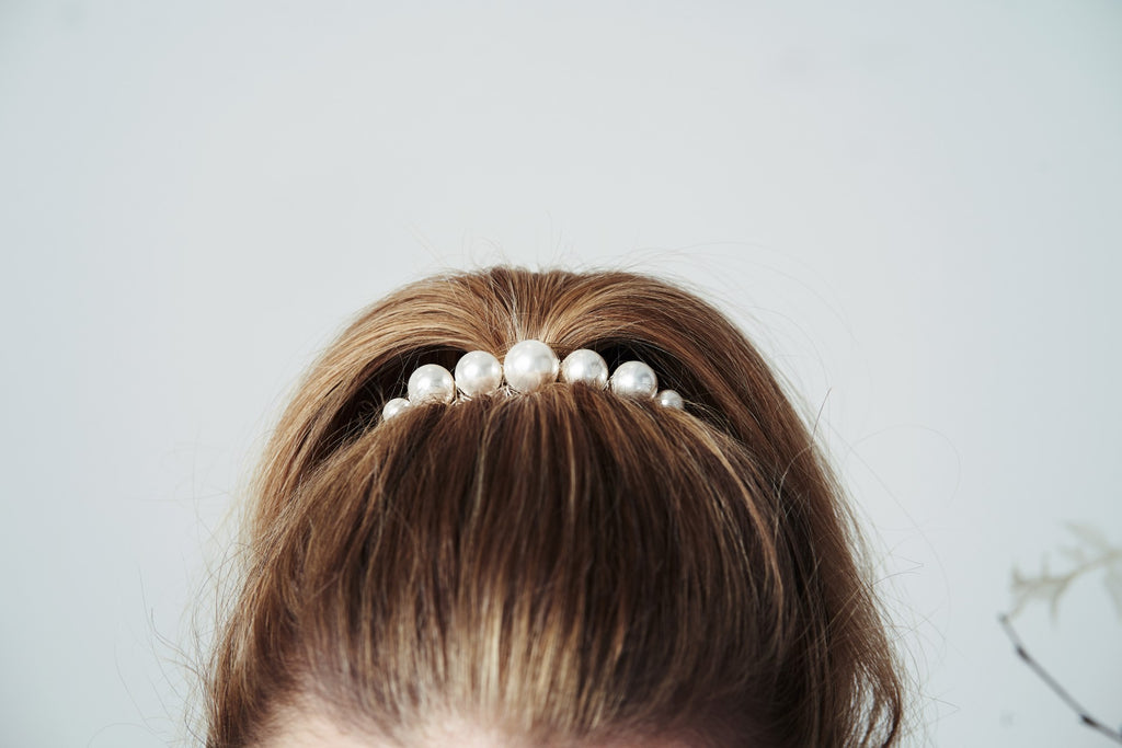 Mona oversized pearl bridal hair comb wedding clip for a contemporary modern bride