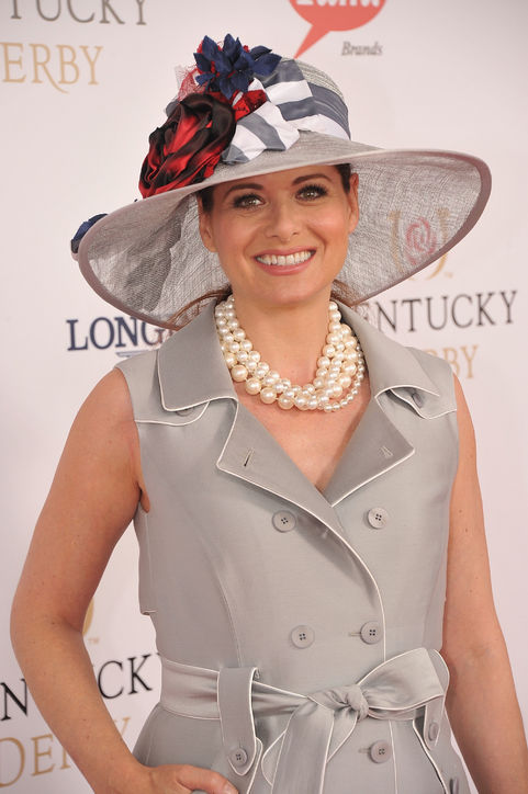 16-kentucky-derby-hats-debra-messing-h724