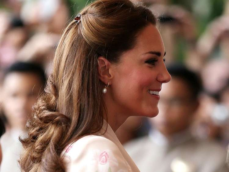 kate_middleton_pearl_earrings_750x563