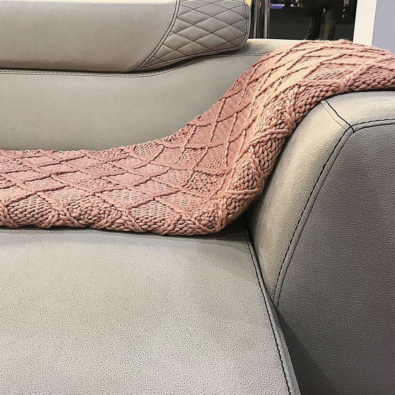 Handmade Chunky Throw Blanket  093A-001-Pink