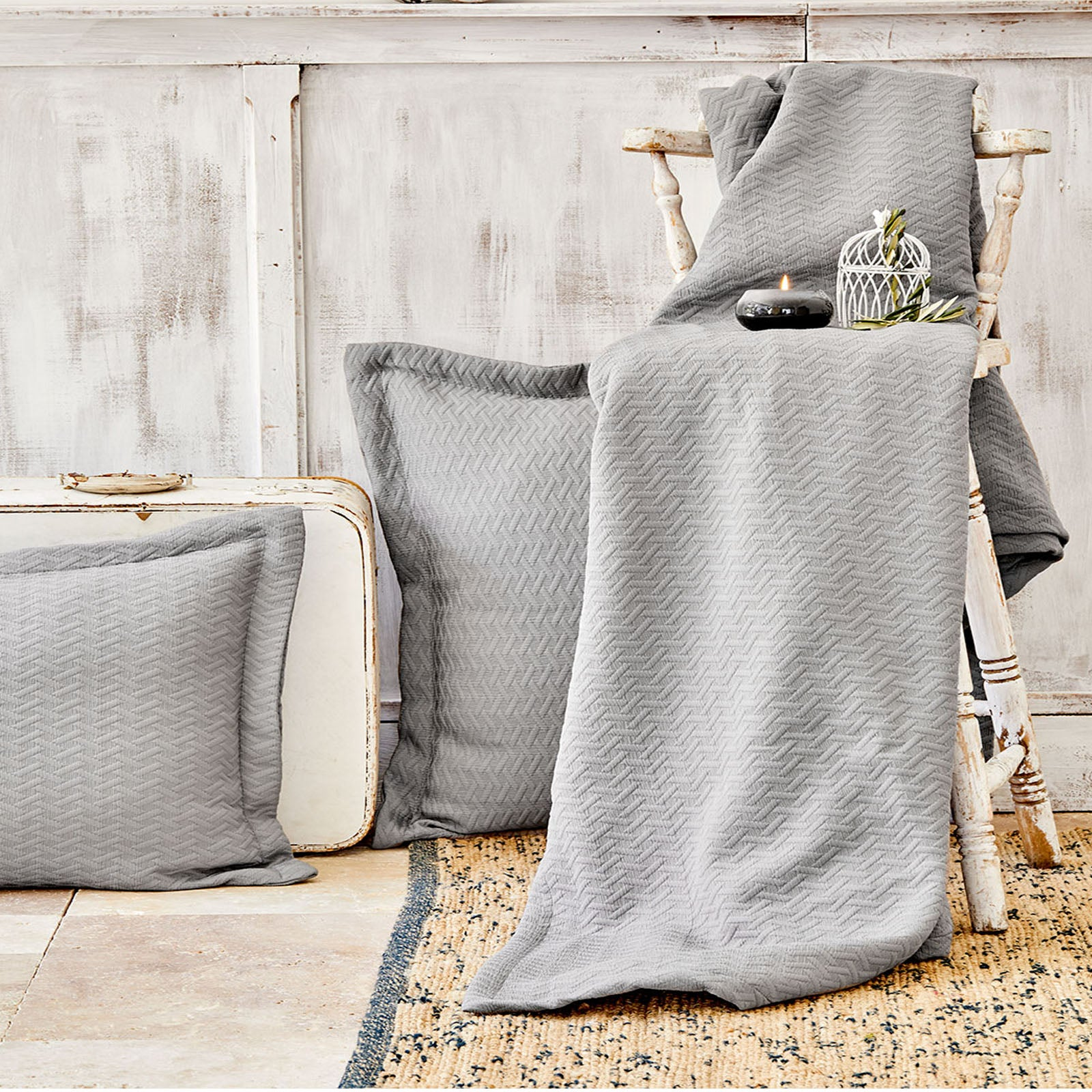 Karaca Home Charm Bold Gray Double Bed Cover Set 200.16.01.0233 -  طقم غطاء سرير مزدوج رمادي جريء من كاراجا - Shop Online Furniture and Home Decor Store in Dubai, UAE at ebarza