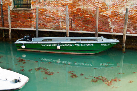 ITL-0035-Green Boat On Venetian Canal - Art Print