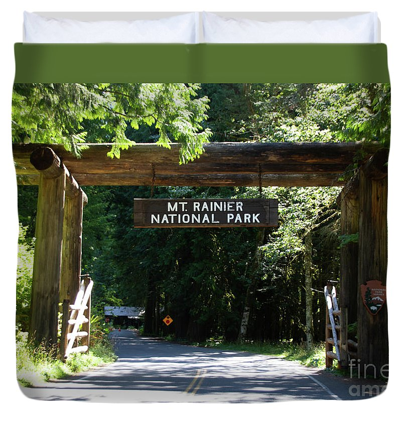 Mt Rainier National Park - Duvet Cover