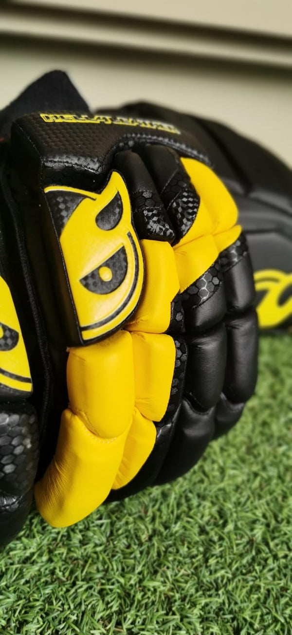 Black and Yellow Men's Batting Pads and Glove Set