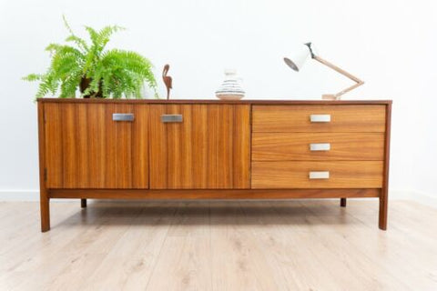 Stylish Mid Century Uniflex Vintage Teak Long & Low TV Media Unit Sideboard 1197