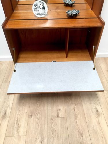 Mid Century Vintage Teak Turnridge Mirrored Drinks Display Cabinet