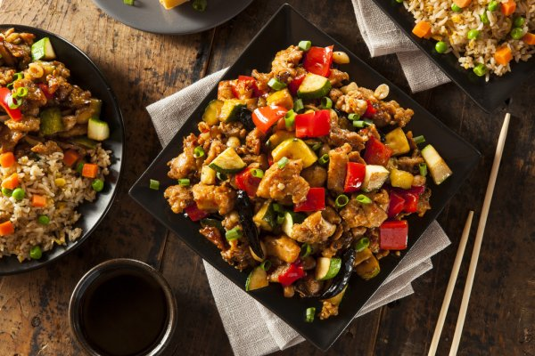 KUNG PAO CHICKEN WITH BROWN RICE