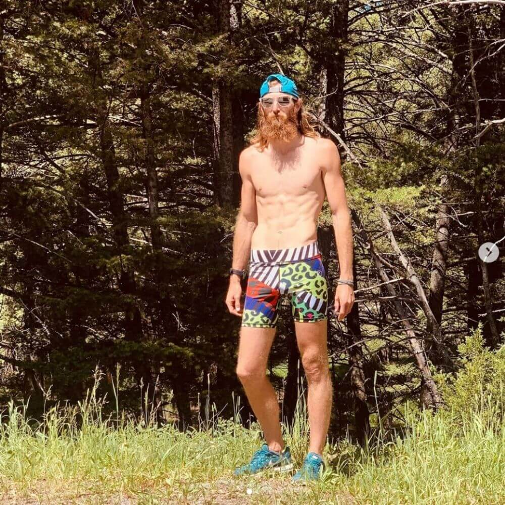 Guy wearing a compression short in the wild