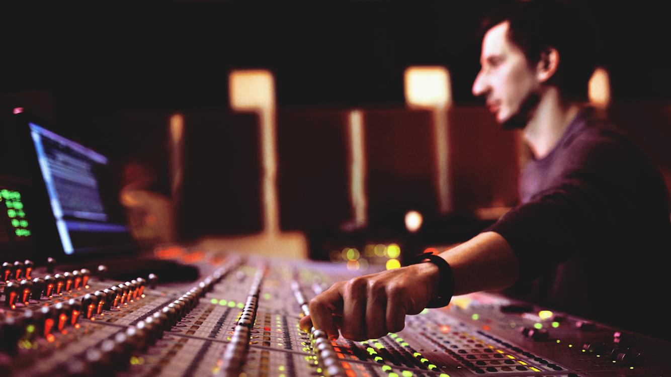 7 Mistakes Every Beginner Makes When Mixing Music
