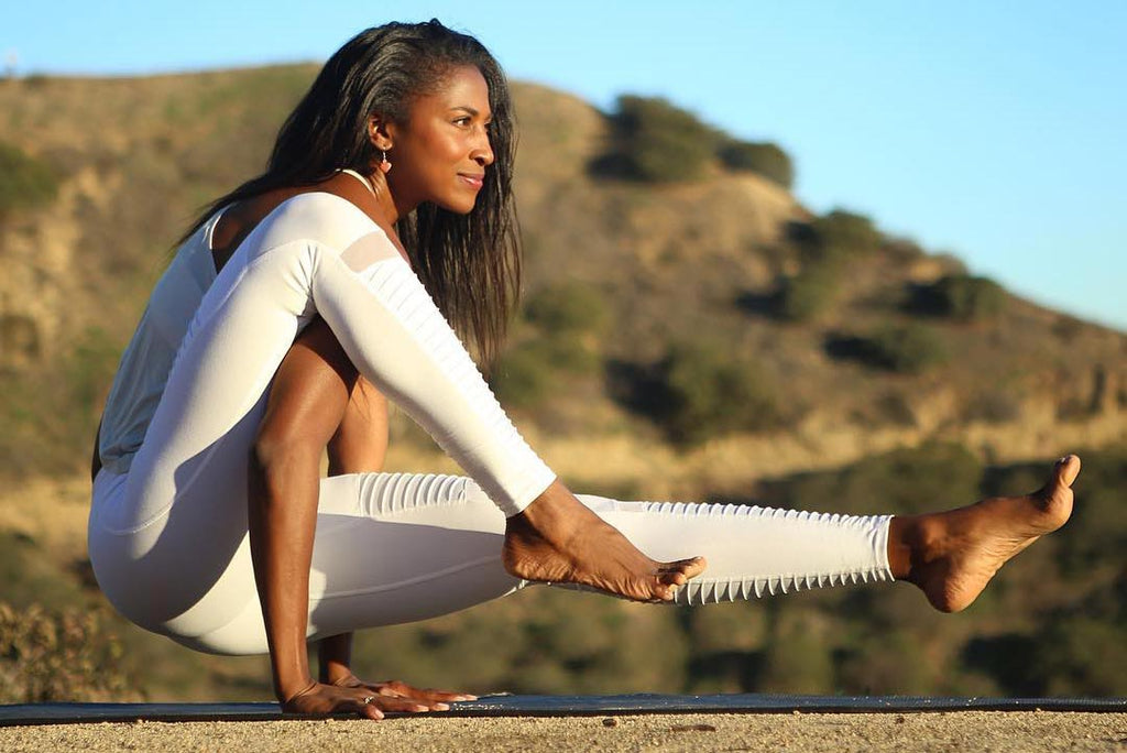 Hemm Blog // Balance // Alo Yoga White Goddess Leggings