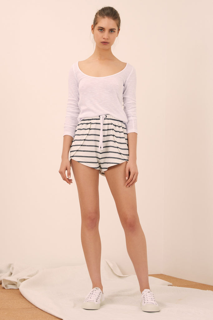 CAPTAIN STRIPE SHORT white w black