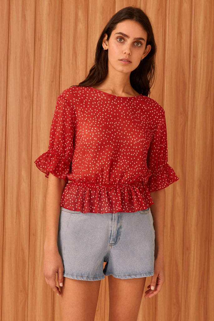 ASSEMBLAGE TOP red w white