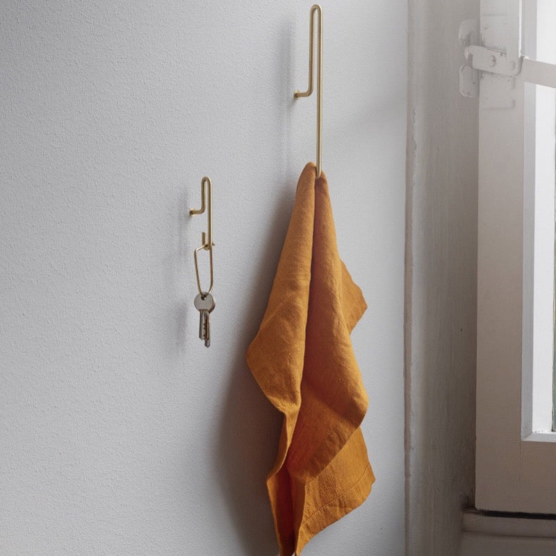 Small wall hooks by Moebe