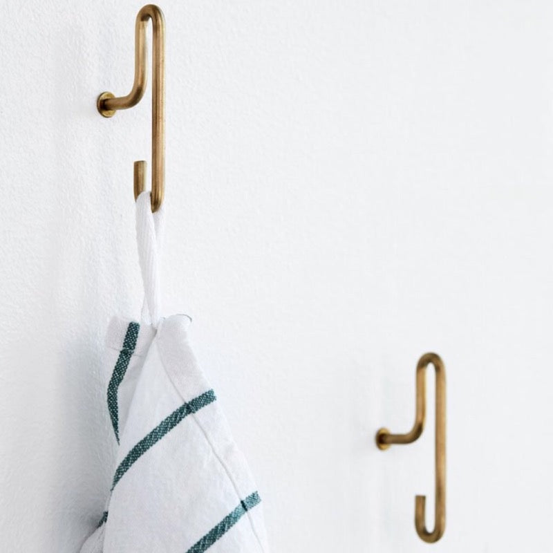Small matt gold wall hooks by Moebe