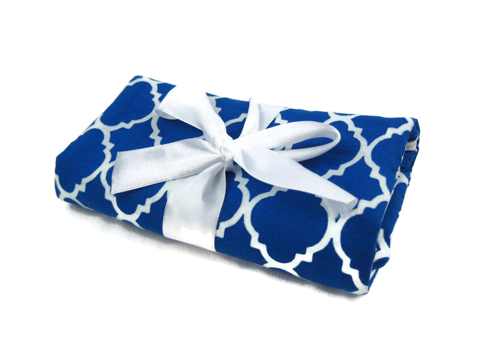 Travel Jewelry Roll Organizer - Royal/White Quatrefoil
