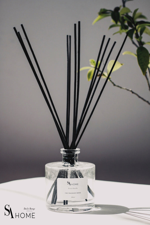 Luxury reed diffuser with Mure Violette Fragrance in glass bottle