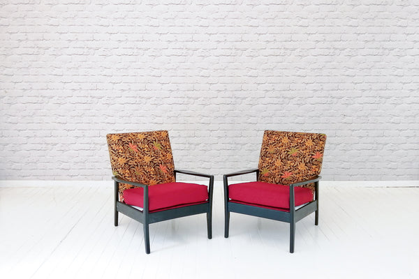 A pair of 1970's retro chairs in Balinese batik/Armchairs