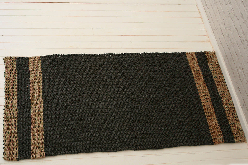 Handmade seagrass & recycled plastic rug / Natural & black