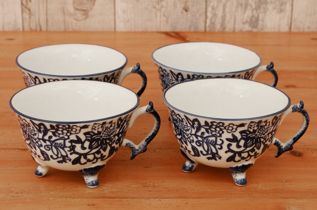 A pair of Blue and White Pattern Teacup