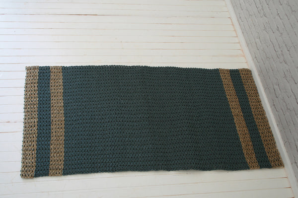 Handmade seagrass & recycled plastic rug / Natural & grey