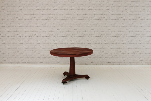 A Victorian circular English mahogany breakfast table / side table