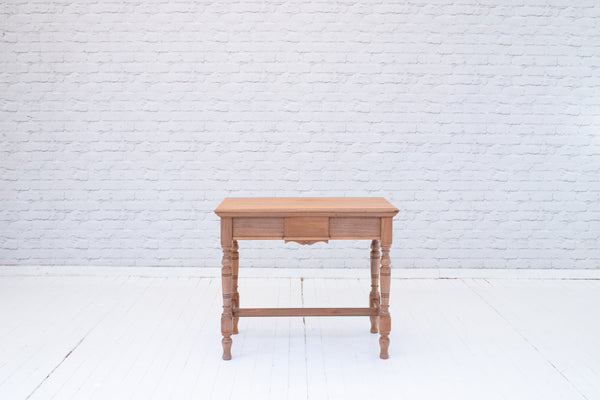 An Edwardian walnut side table on turned legs