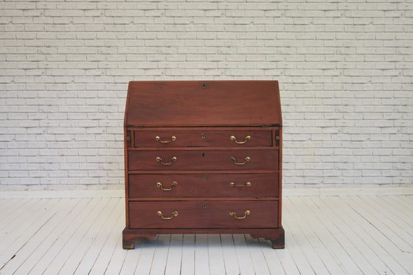 A beautiful George III mahogany desk/bureau with fitted pigeon hole & drawer interior