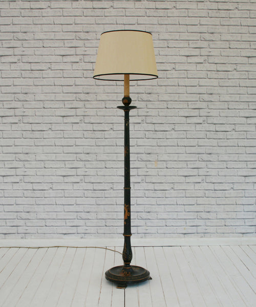 A Victorian Chinoiserie Vintage Standing Lamp