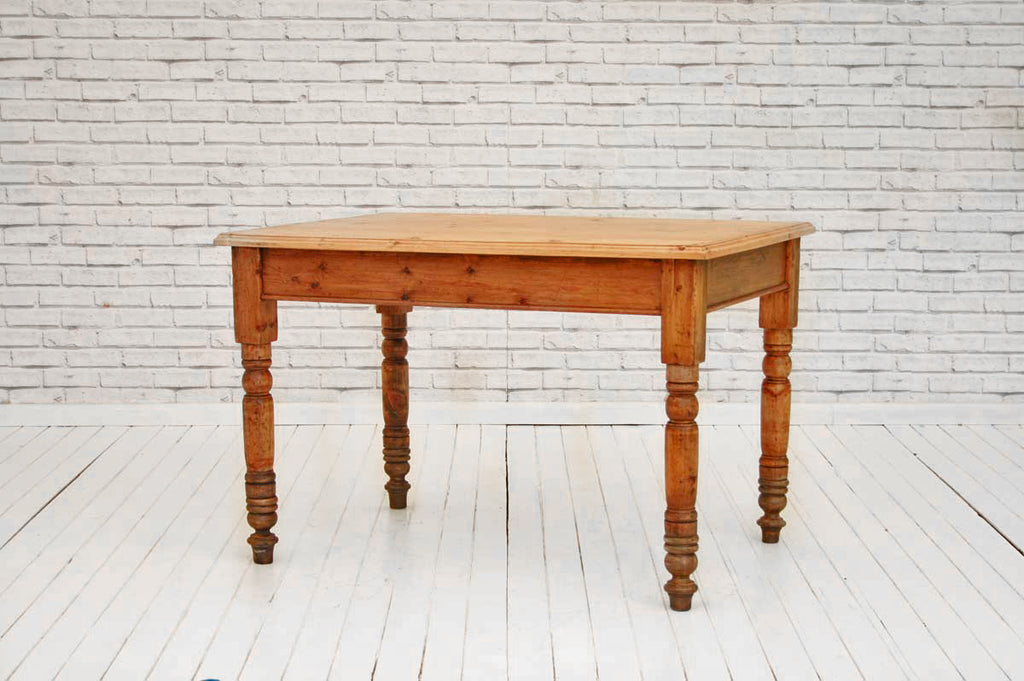 A Victorian scrub top pine kitchen table