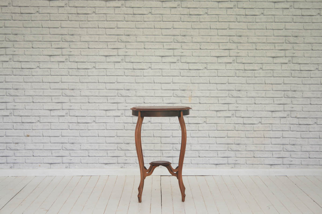 A Victorian mahogany occasional/side table