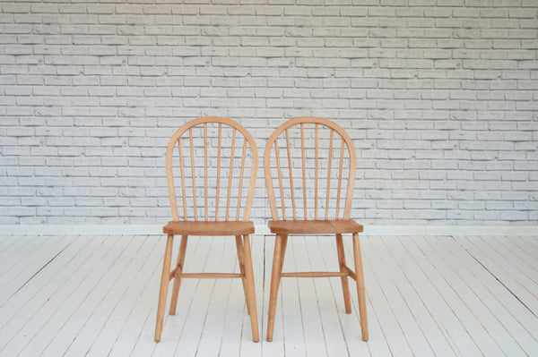 Assorted stick back country chairs/kitchen chairs