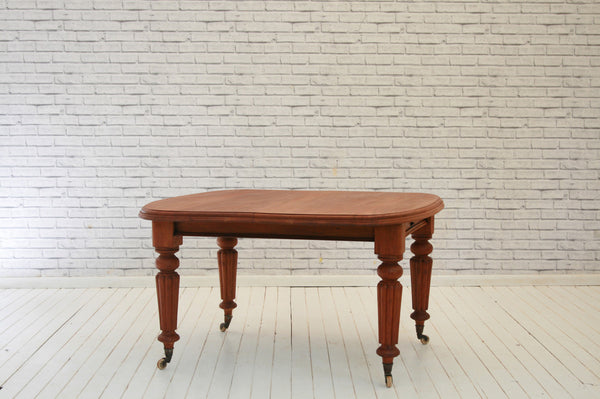 Victorian Mahogany extending table with ceramic castors/Dining table