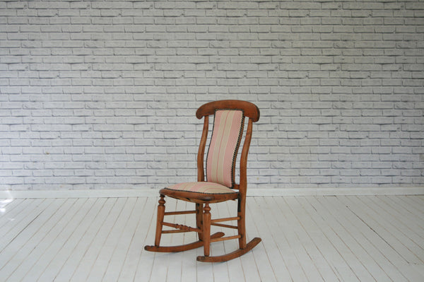 A Victorian rosewood rocking chair/Armchair