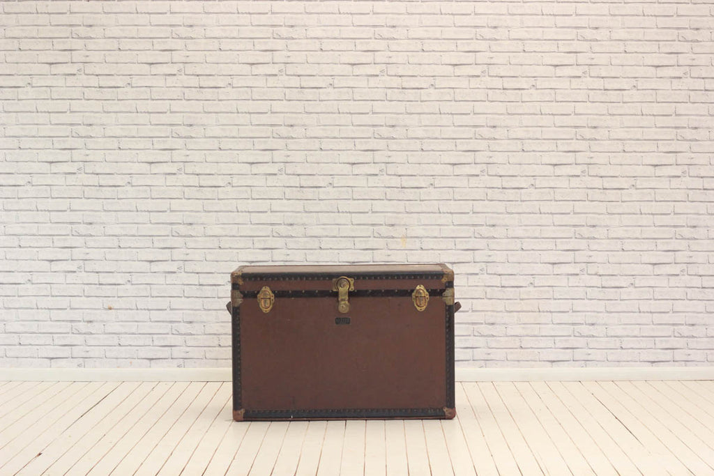 Vintage travelling trunk with compartments