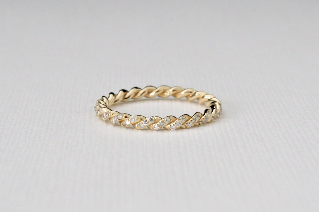 Twist Diamond Pave' Band in 14K Yellow Gold