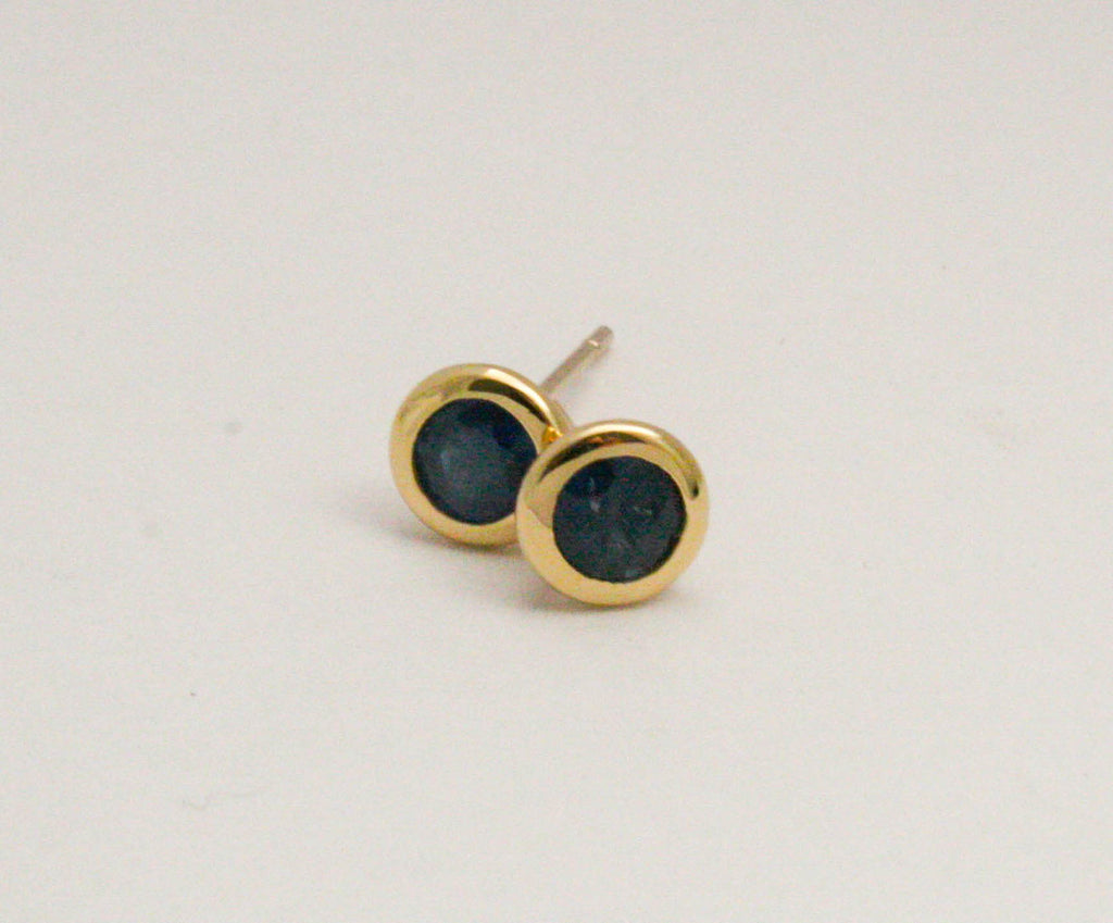 Cornflower Blue Sapphire Bezel Stud Earrings in 14K Yellow Gold
