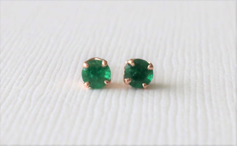 Round Colombian Emerald Stud Earrings in 14K Rose Gold
