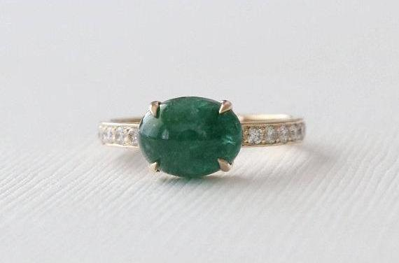 Oval Emerald Cabochon Solitaire Diamond Ring in 14K Yellow Gold