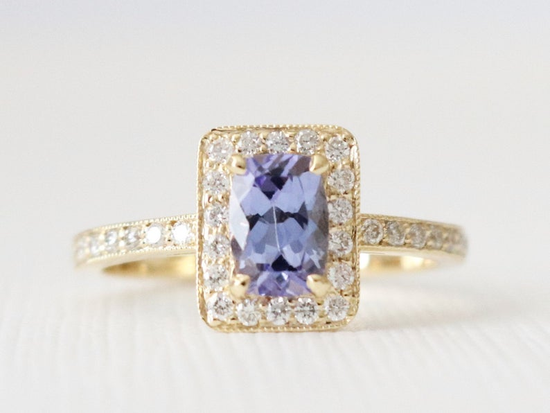 Oval Lavender Sapphire Halo Diamond Ring in 14K Yellow Gold