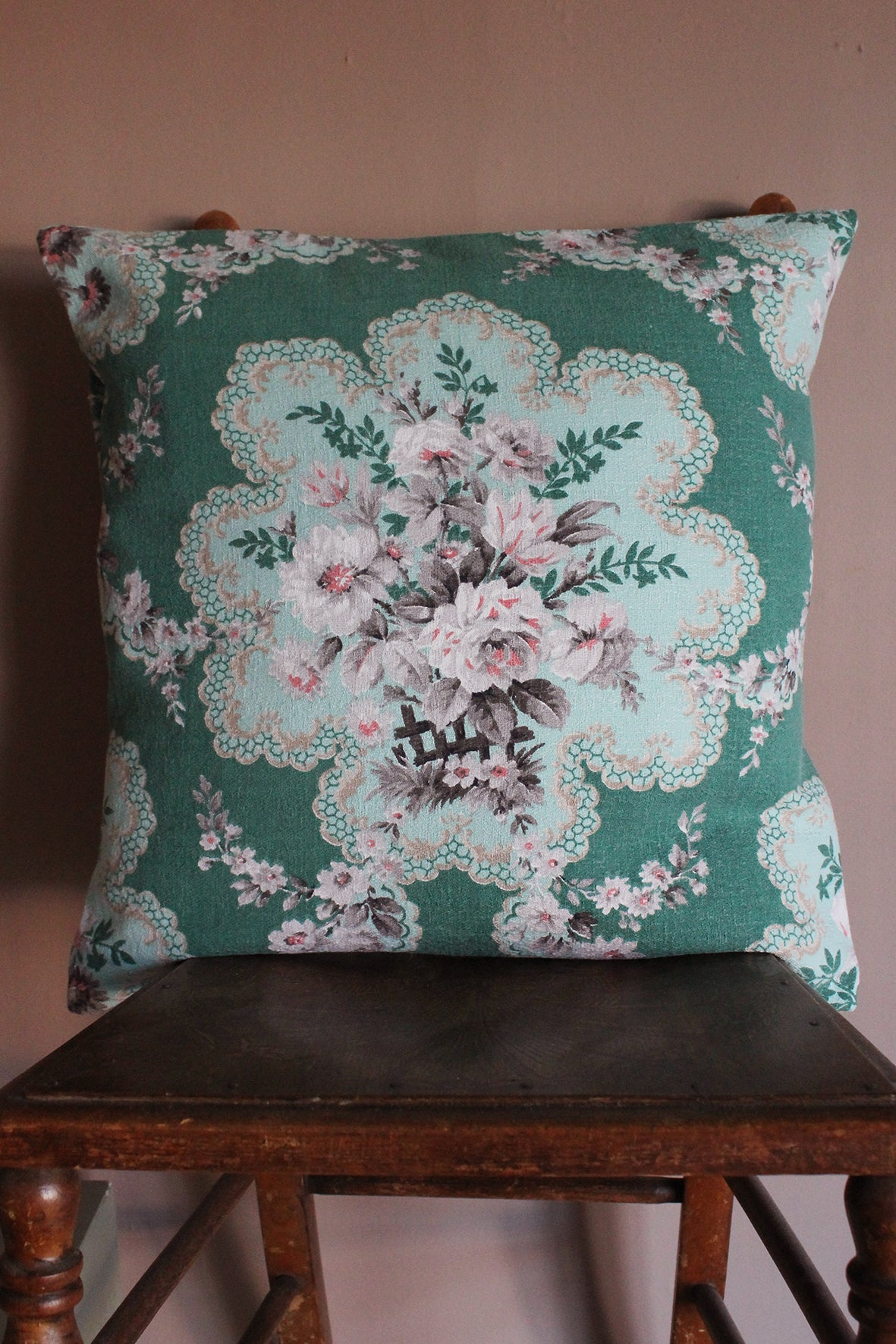 """SOPHRONIA"" - Linen Garden Cushion 18"" x 18"""