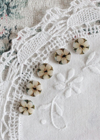 Floral mother of pearl buttons - oatmeal and pale honey tones