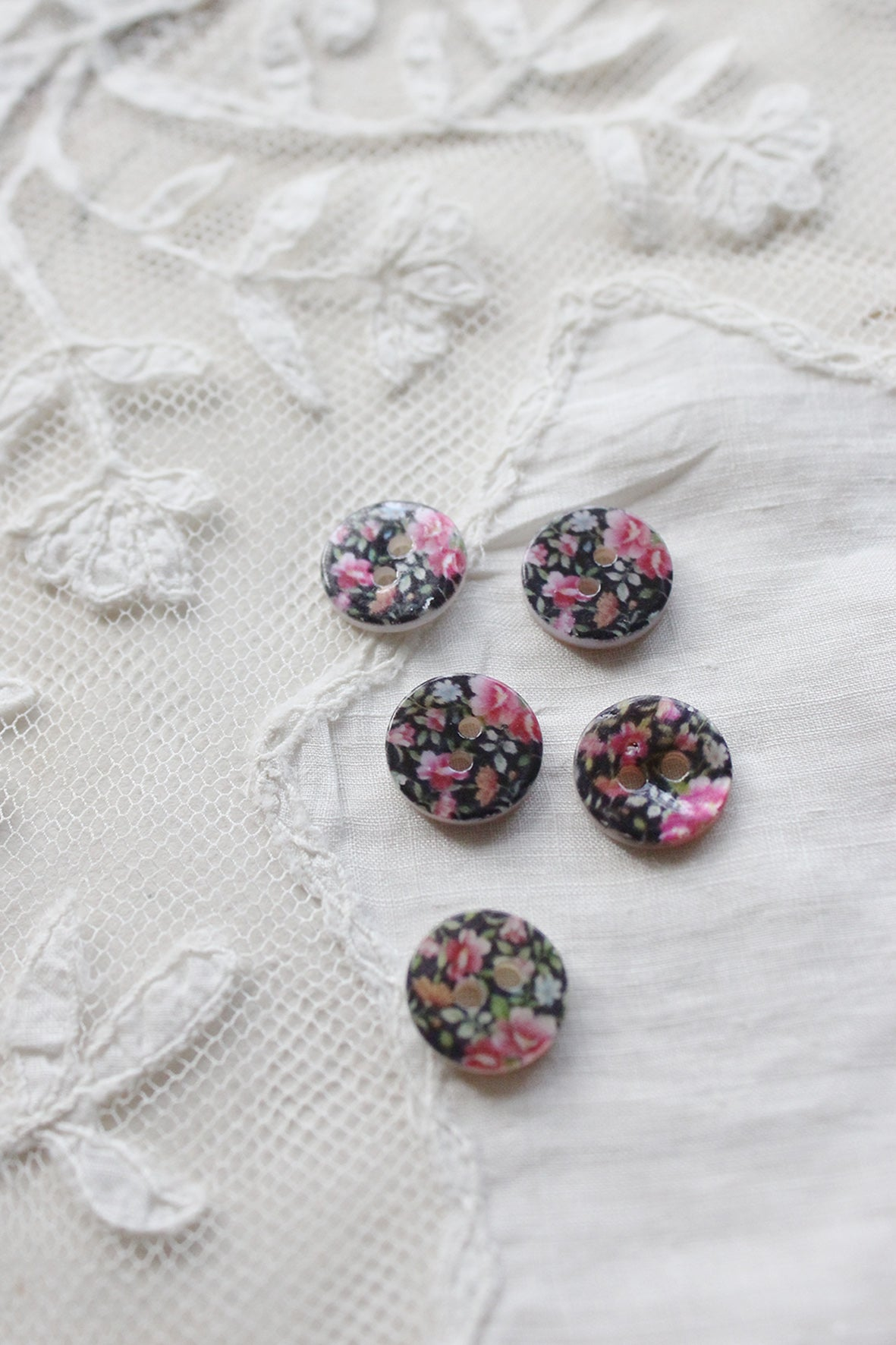 Floral mother of pearl buttons - pink flowers on black
