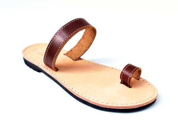 Brown toe ring stylish sandals side view