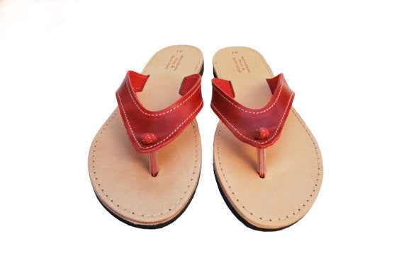 Beach flip flops in red front view
