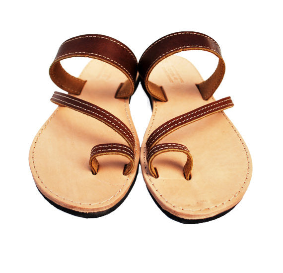 "Toe ring ""Eleni"" sandals in brown"